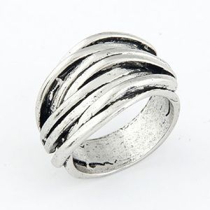 NWOT Silver knotted ring